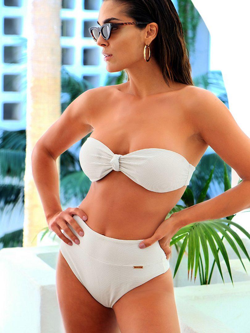 lombokluxe, Bikini blanco talle alto y corte moderno de frente
